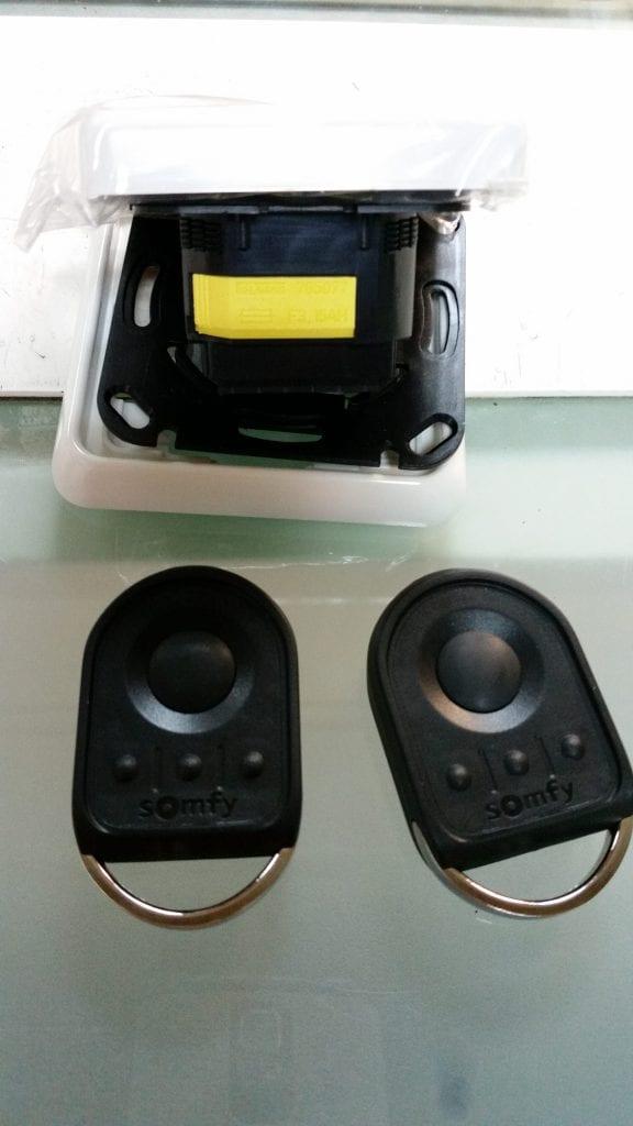 תמונה של מערכת מקלט ושלטים עבור יחידת חניה לרכבים כול שלט יכול לשלוט על 4 יחידות מנועים של סומפי