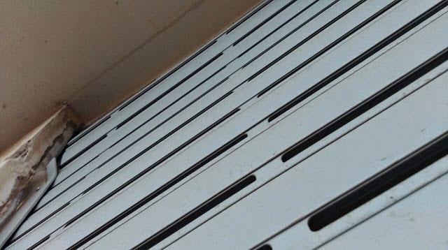 תמונה של תריס אור גלילה חשמלי לפני תיקון