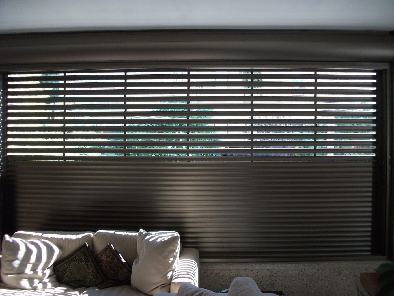 סגנון תריס אור מכול הסוגים זהו תריס גלילה חשמלי אור בגוון מתכתי 101 ארגז תריס אור מתאים לתריס חיצוני ופנימי .מעוגל